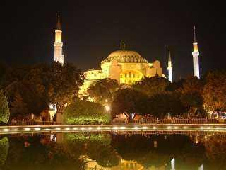 """كانمبنى على مدار 916 عامكتدرائيةولمدة 481 عاممسجداً تعرف علي رحلة """"آيا صوفيا"""""""