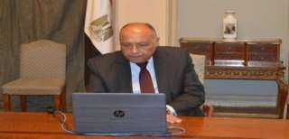 وزير الخارجية يبحث هاتفيا مع نظيره الجزائري قضايا الأمن القومي العربي