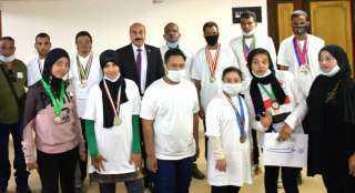 محافظ أسوان يكافئ الفائزين في بطولة الجمهورية لألعاب ذوي الإعاقات الذهنية