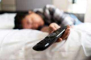 لا تنام دون ترك التليفزيون مفتوحا؟.. أوقف تلك العادة فورا حفاظا على صحتك