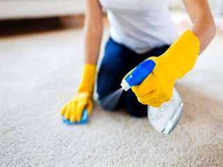 ارتداء القفازات أثناء التنظيف.. نصائح حول كيفية التعامل مع البشرة الحساسة