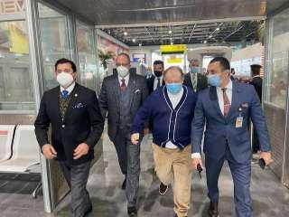 وزير الرياضة يستقبل رئيس الاتحاد الدولي للرماية بمطار القاهرة
