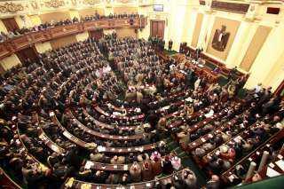 ١٠ اعضاء بمجلس النواب يتقدمون بطلب: رئيس حى النزهة يحارب الشباب