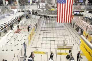 أمريكا تعلن موعد فتح حدودها أمام جميع المسافرين الملقحين ضد كورونا