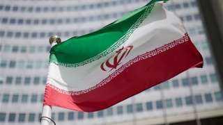 صفع مسؤول إيراني على وجهه أمام شاشات التلفزيون